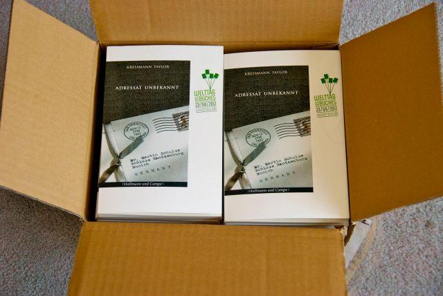 Die Verschenkbücher der Stiftung lesen.
