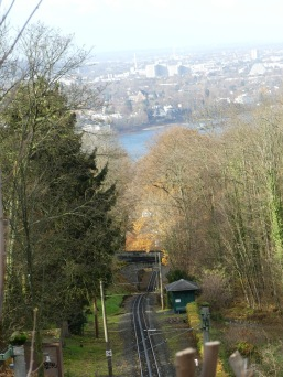 Drachenfelsbahn mit Blick auf Bonn